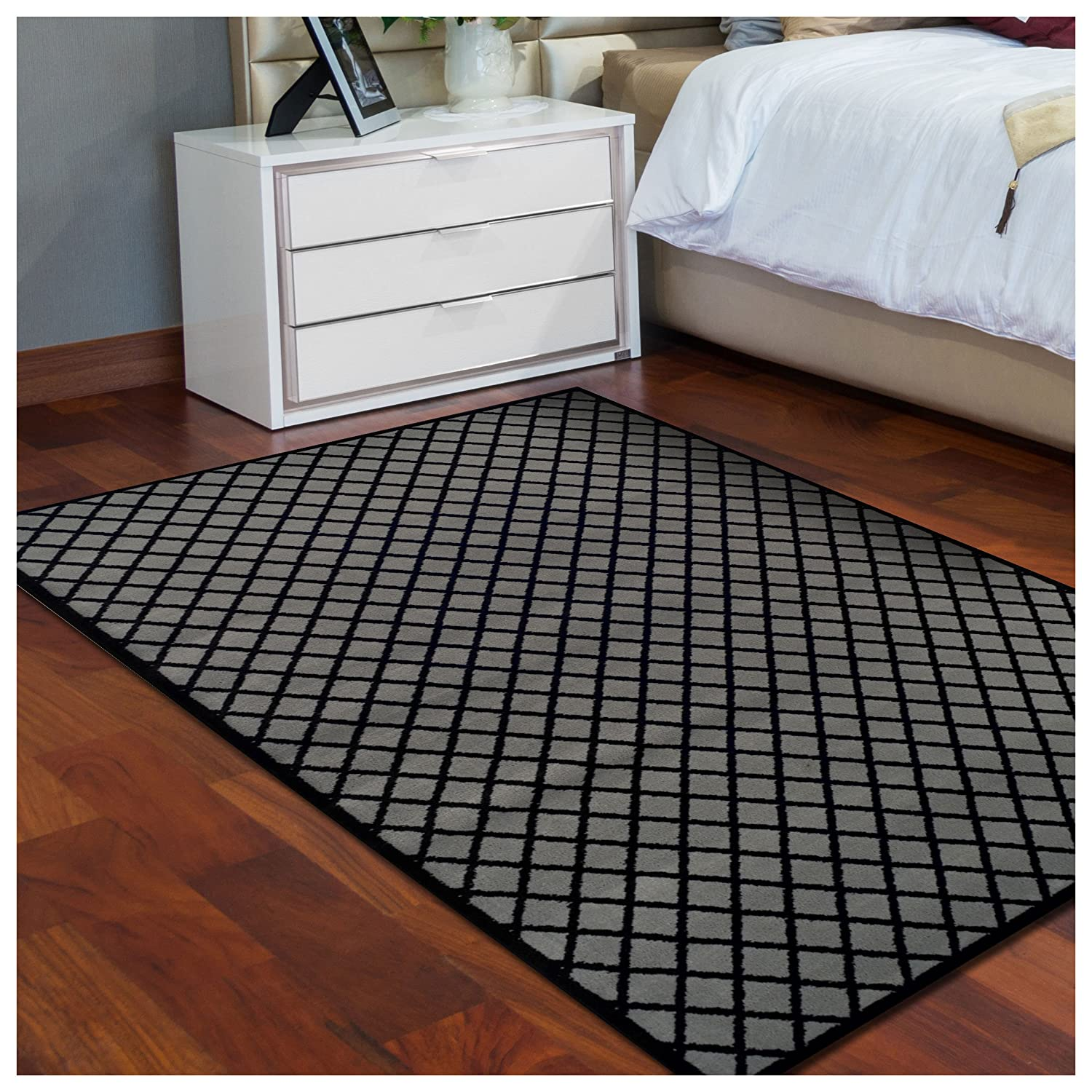 Superior Davenport Collection Area Rug, 8mm Pile Height with Jute Backing, Classic Diamond Grid Pattern, Fashionable and Affordable Woven Rugs - 2'7 x 8' Runner, Black & Grey 2.6x8RUG-DAVENPORT