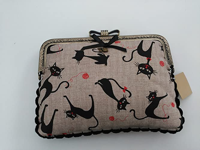 Bolso hecho a mano de tela patchwork con motivos de gatos negros