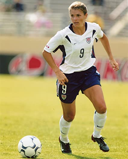 a84a72b673e Amazon.com   MIA HAMM USA WOMEN S SOCCER 8X10 SPORTS ACTION PHOTO (BB-2)    Everything Else