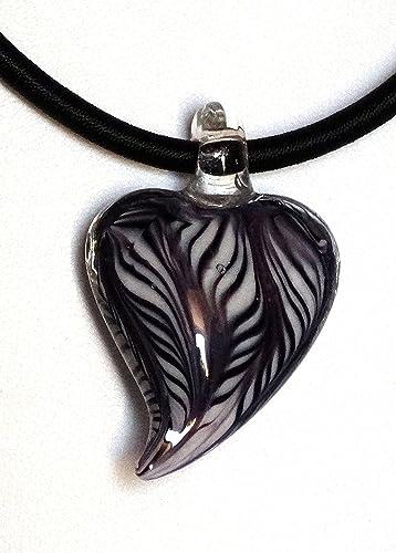 0ccbe43f932 Pendentif collier noir et blanc cœur lampwork style Murano cordon en soie  noire ras du cou