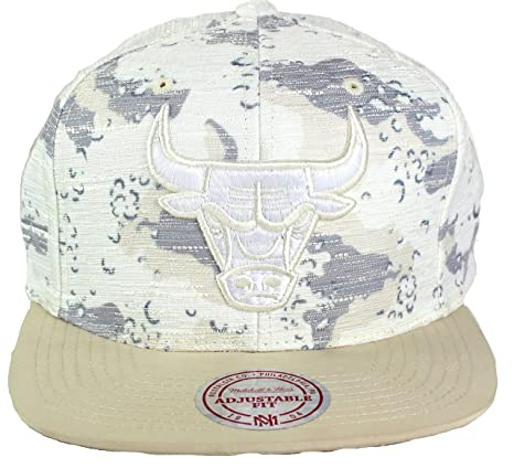 los angeles e7749 7ce0f Mitchell   Ness NBA Space Camo Textured Snapback Cap (One Size, Chicago  Bulls)