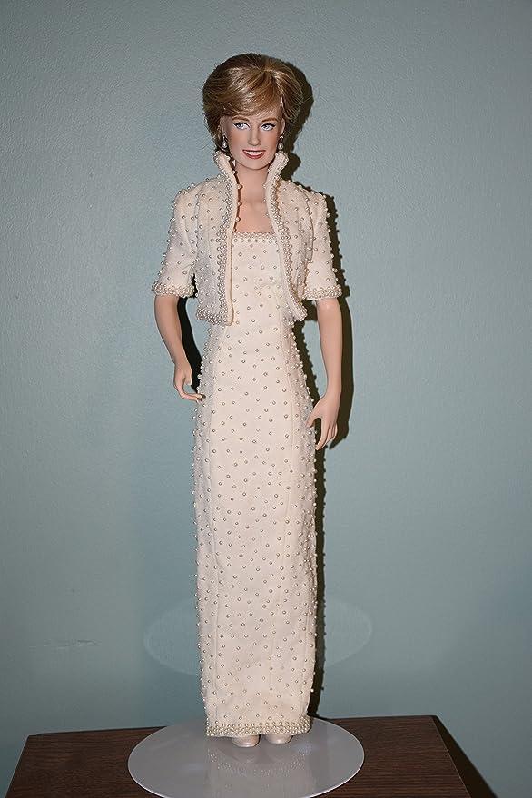 Amazon.com: Diana Princess of Wales Porcelain Portrait Doll: Toys ...