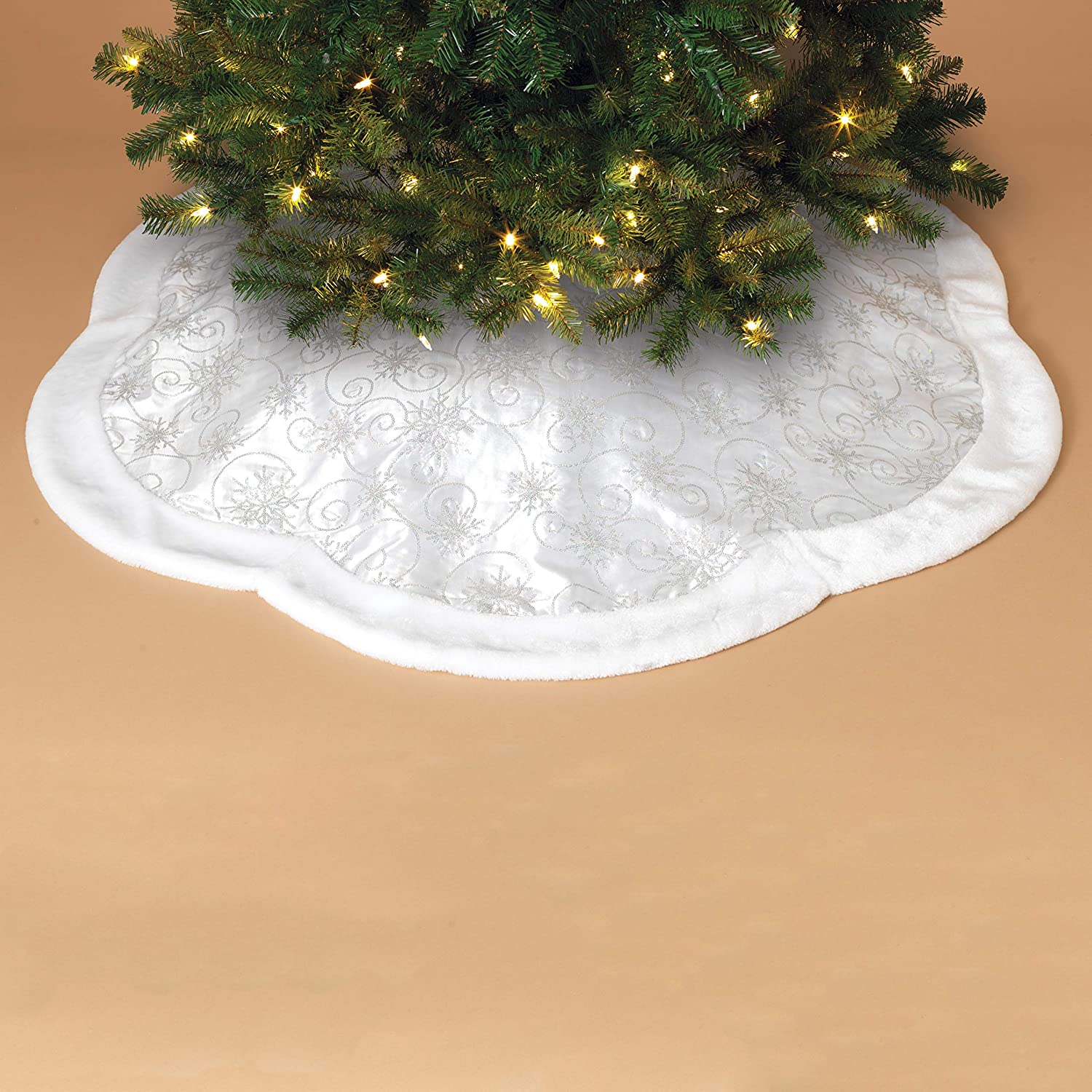 Amazon Com Gerson 48 Inch Scalloped Shaped Sequin Embroidered Tree Skirt With Faux Fur Border White Home Kitchen
