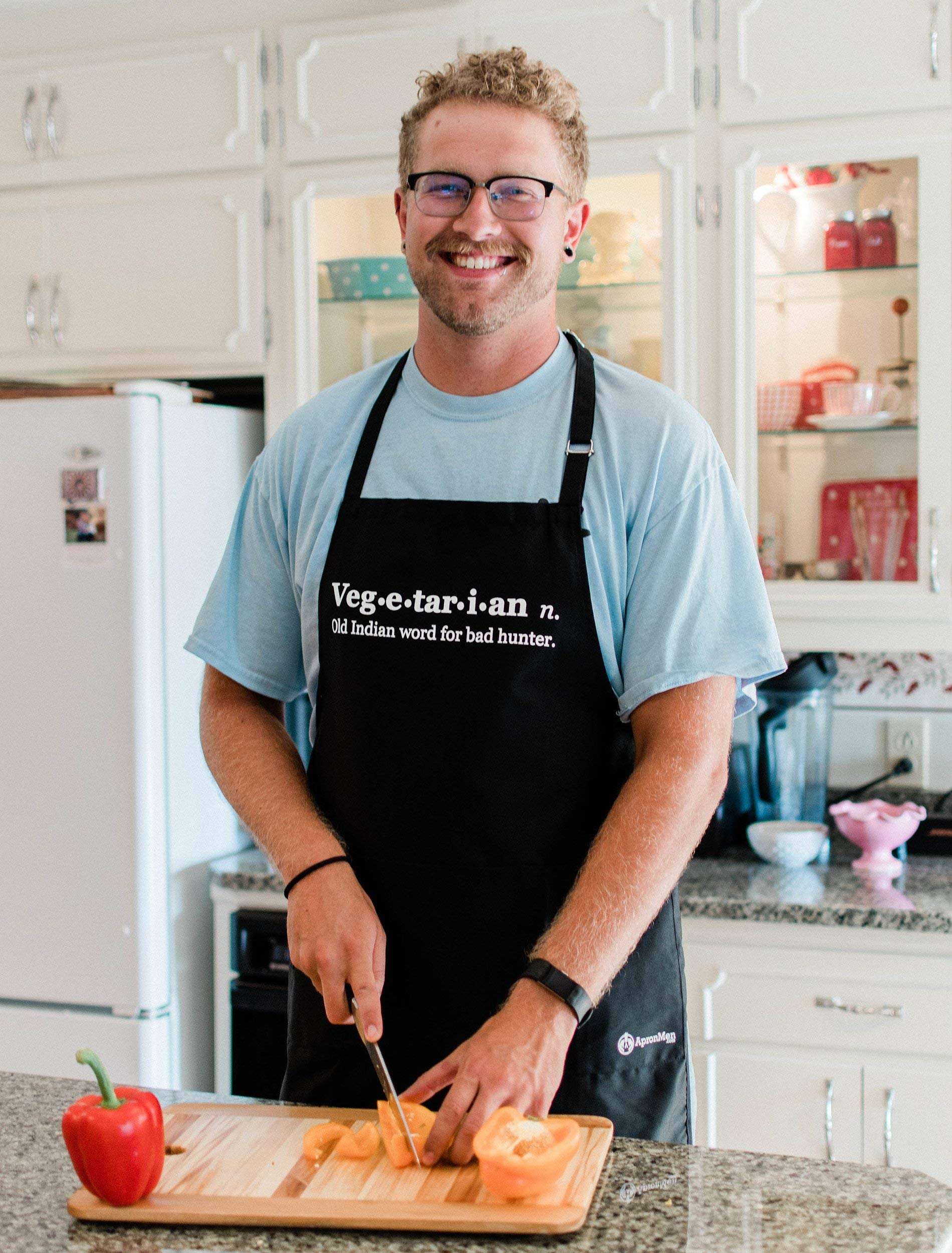 Funny Vegetarian Apron - Old Indian Word for Bad Hunter - BBQ Apron for Dad - 1 Size Fits All Chef Quality Poly/Cotton 4 Utility Pockets, Adjustable Neck and Extra Long Waist Ties by ApronMen (Image #3)