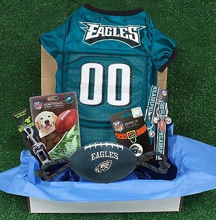09223a2c9 Amazon.com   NFL Philadelphia Eagles PET GIFT BOX with 2 Licensed ...