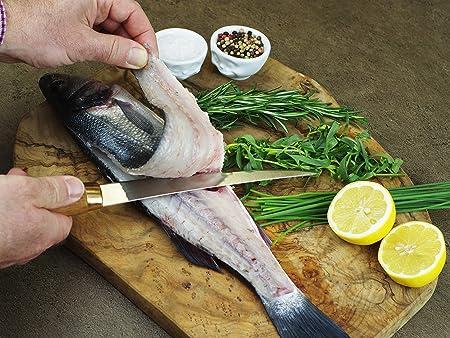 Filetiermesser beim Filetieren von Fisch
