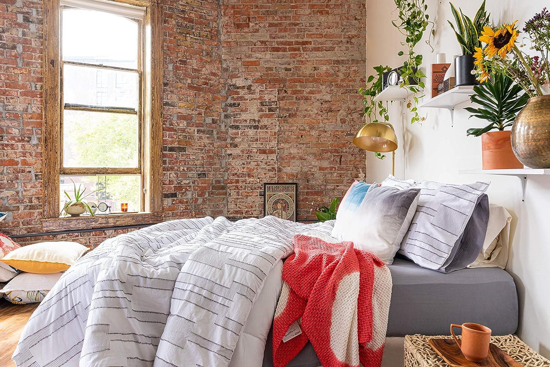 Refinery29   Wren Bedding Collection   Modern Reversible Luxury Ultra Soft Comforter, All Season Premium 3 Piece Set, Design for Home Hotel Décor, Full/Queen, White