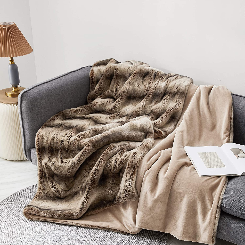 Eikei Luxury Faux Fur Throw Blanket Super Soft Oversized Thick Warm Afghan Reversible to Plush Velvet in Tan Grey Wolf, Cream Mink or Blush Chinchilla, Machine Washable (Tan Chinchilla, 60Wx70L)