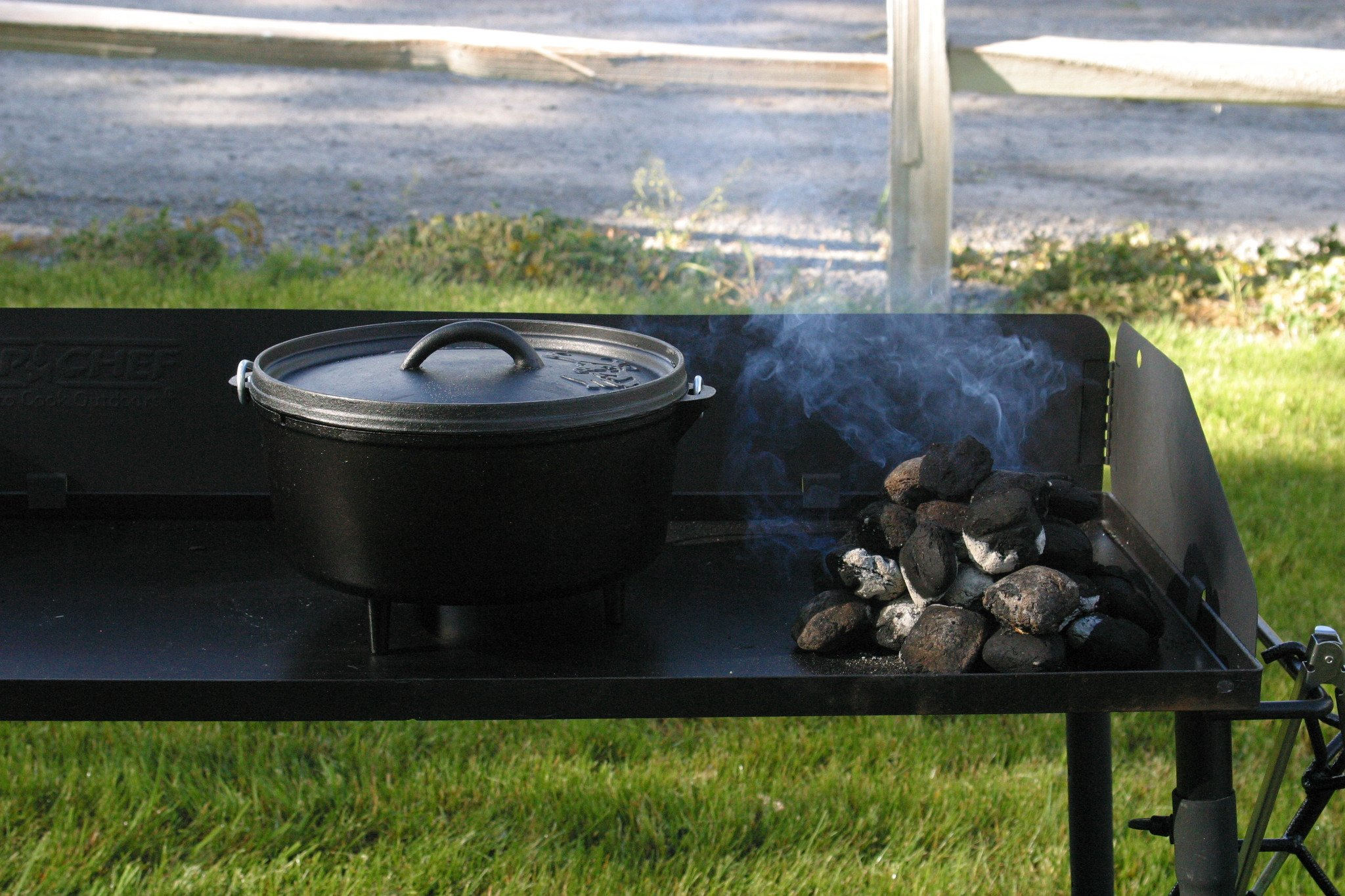 Camp Chef DO10-6 Quart Dutch Oven Pre-Seasoned Cast Iron with Lift Tool and Lid by Camp Chef (Image #3)