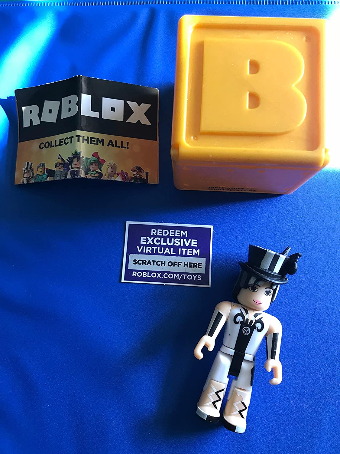 Roblox Rockstar Celebrity Gold Series 1 Mystery 3 Toys - Amazon Com Roblox Gold Celebrity Series Fuzzywoo Action Figure