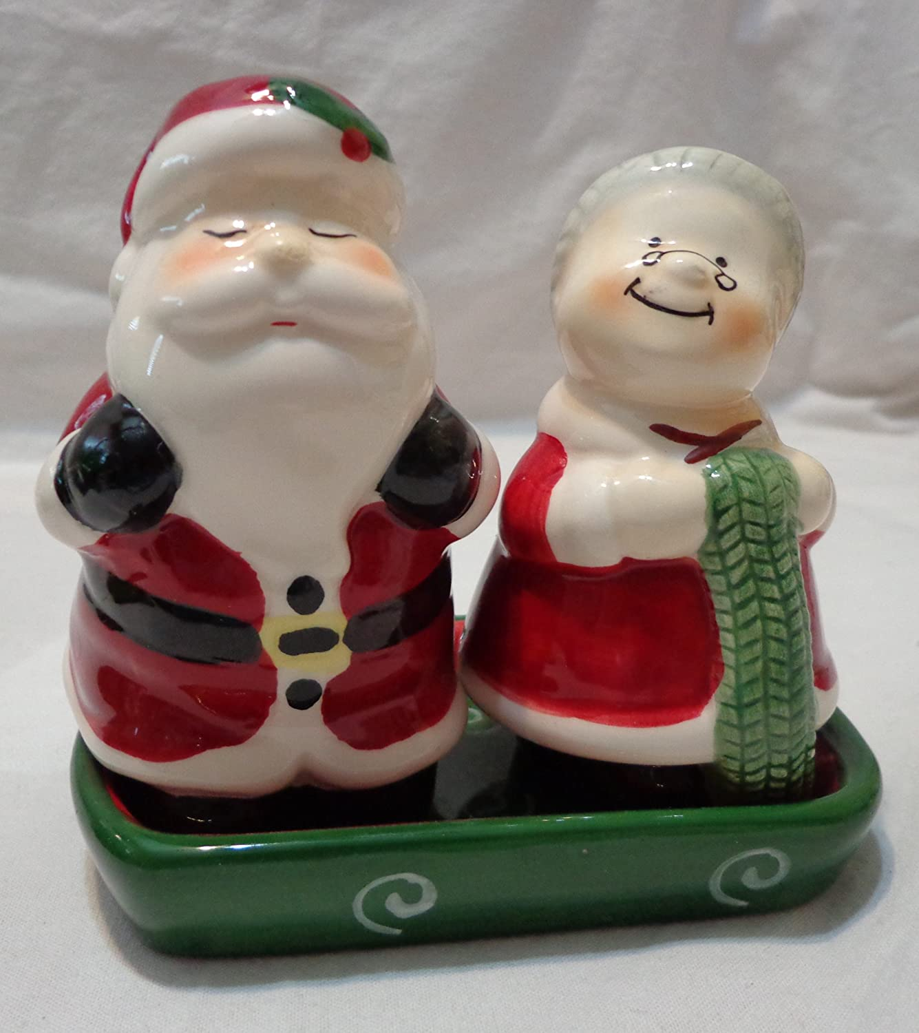 amazon com publix mr u0026 mrs claus christmas ceramic salt u0026 pepper