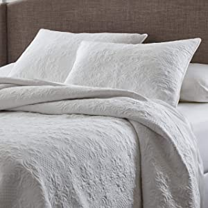 """Stone & Beam Vintage-Inspired Floral Embroidery Coverlet Set, Full / Queen, 90"""" x 90"""", White"""
