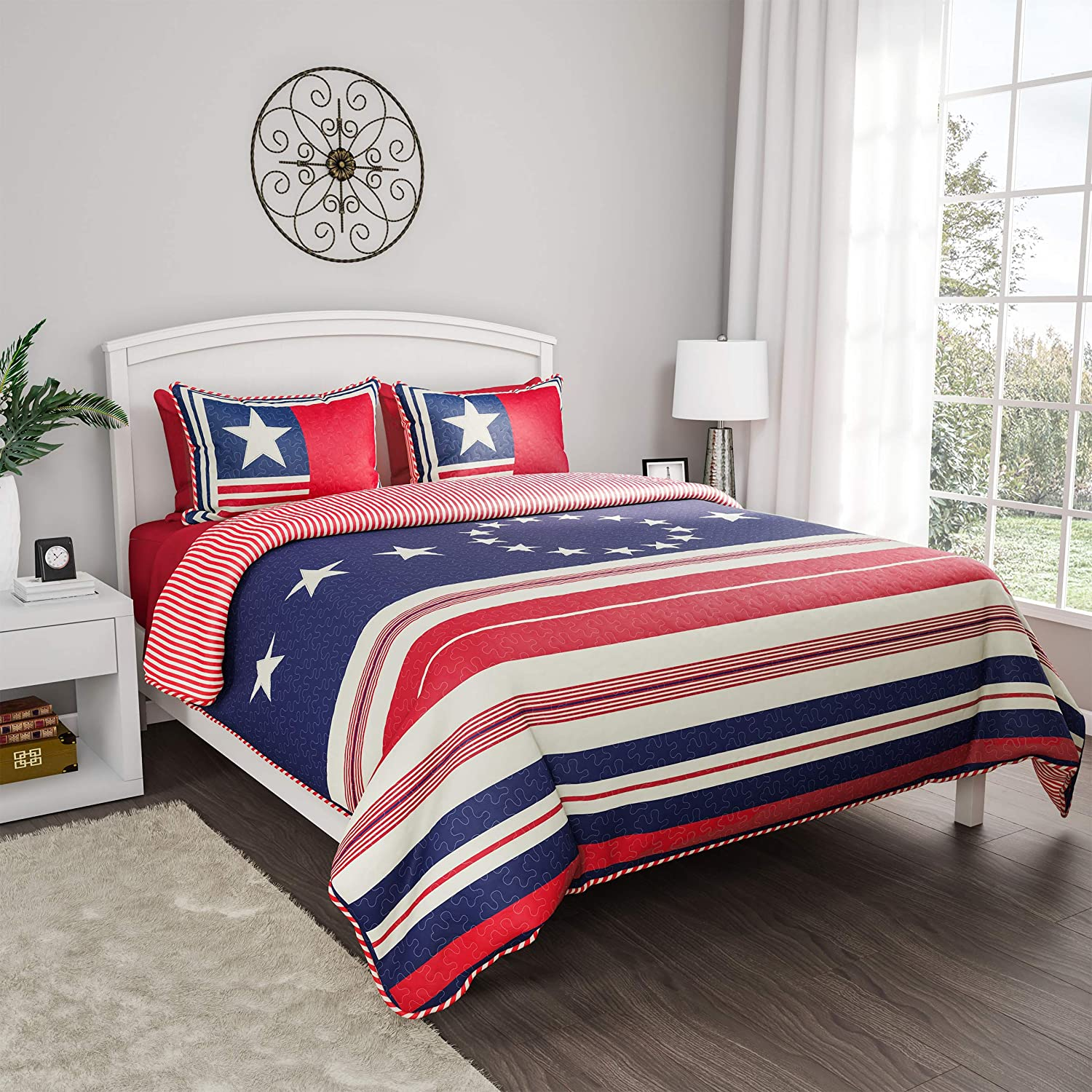 Lavish Home Collection 3-Piece Quilt Set – Hypoallergenic Glory Bound Microfiber Patriotic Americana Flag Print All-Season Blanket with Shams (Full/Queen)