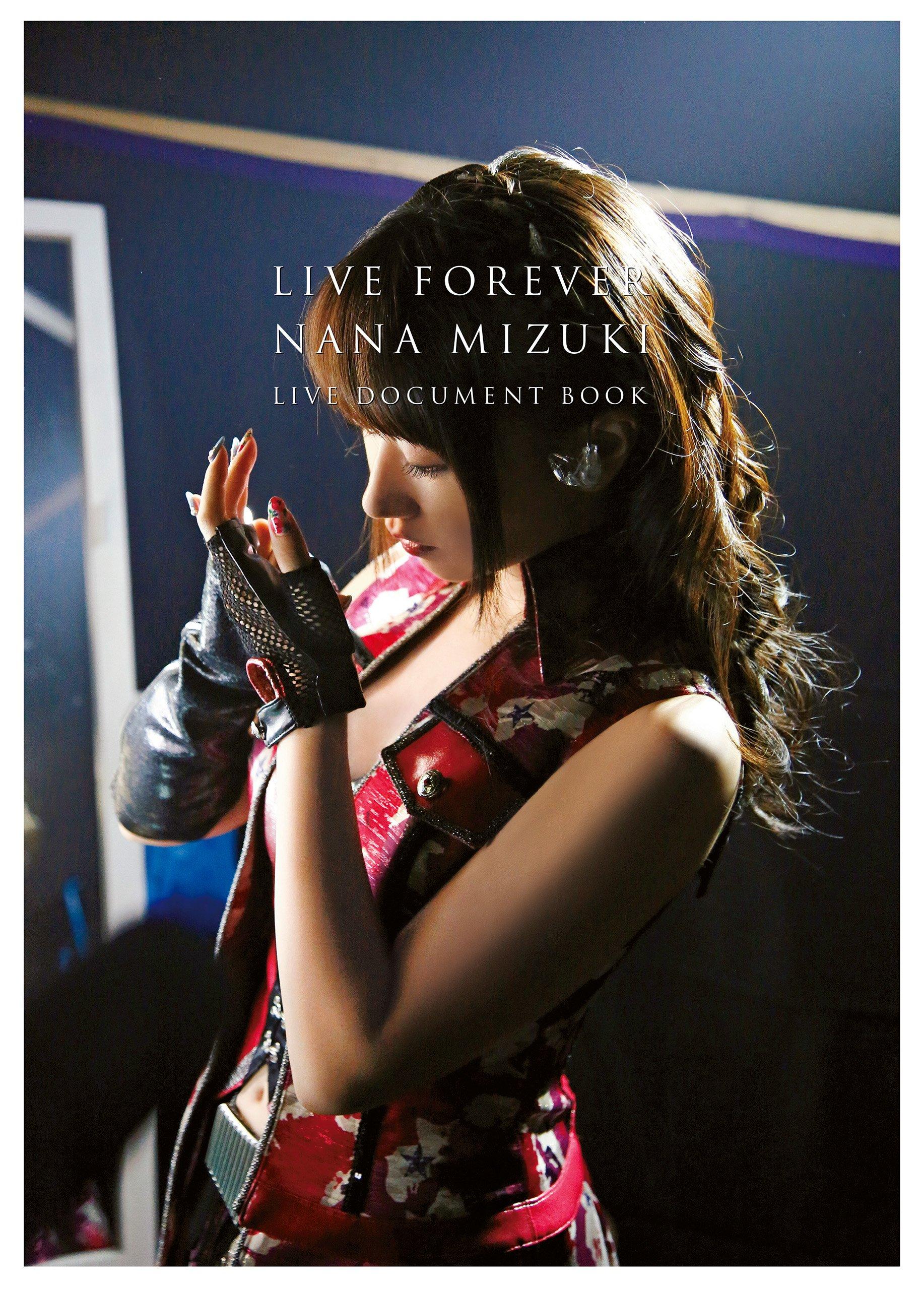 nana mizuki ero LIVE FOREVER-NANA MIZUKI LIVE DOCUMENT BOOK-【特別限定版】 特典:生写真3枚セット | 水樹 奈々 |本  | 通販 | Amazon
