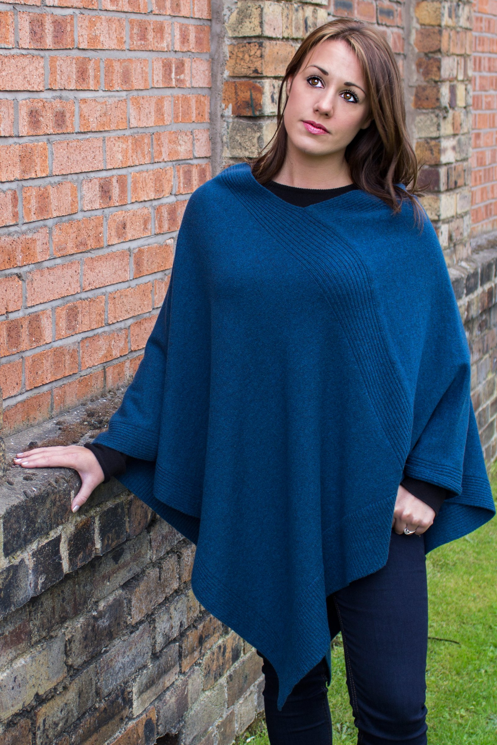 Love Cashmere Women's 100% Cashmere Poncho - Black - Made In Scotland RRP $600 by Love Cashmere (Image #2)