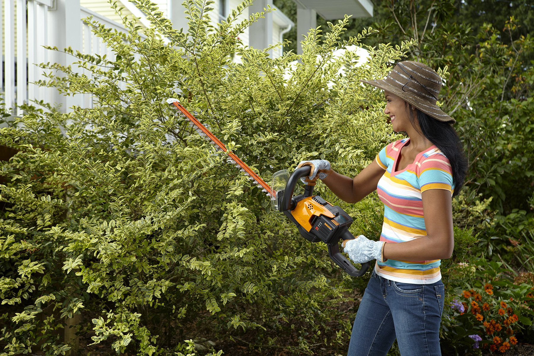 WORX WG291 56V Lithium-Ion Cordless Hedge Trimmer, 24-Inch, Battery and Charger Included by Worx (Image #5)