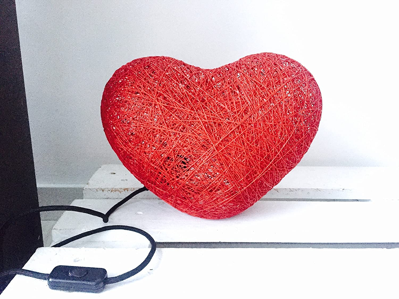 Lámpara de sobremesa corazón decorativa de hilo de algodón, artesanal, hecha a mano 30 cms.