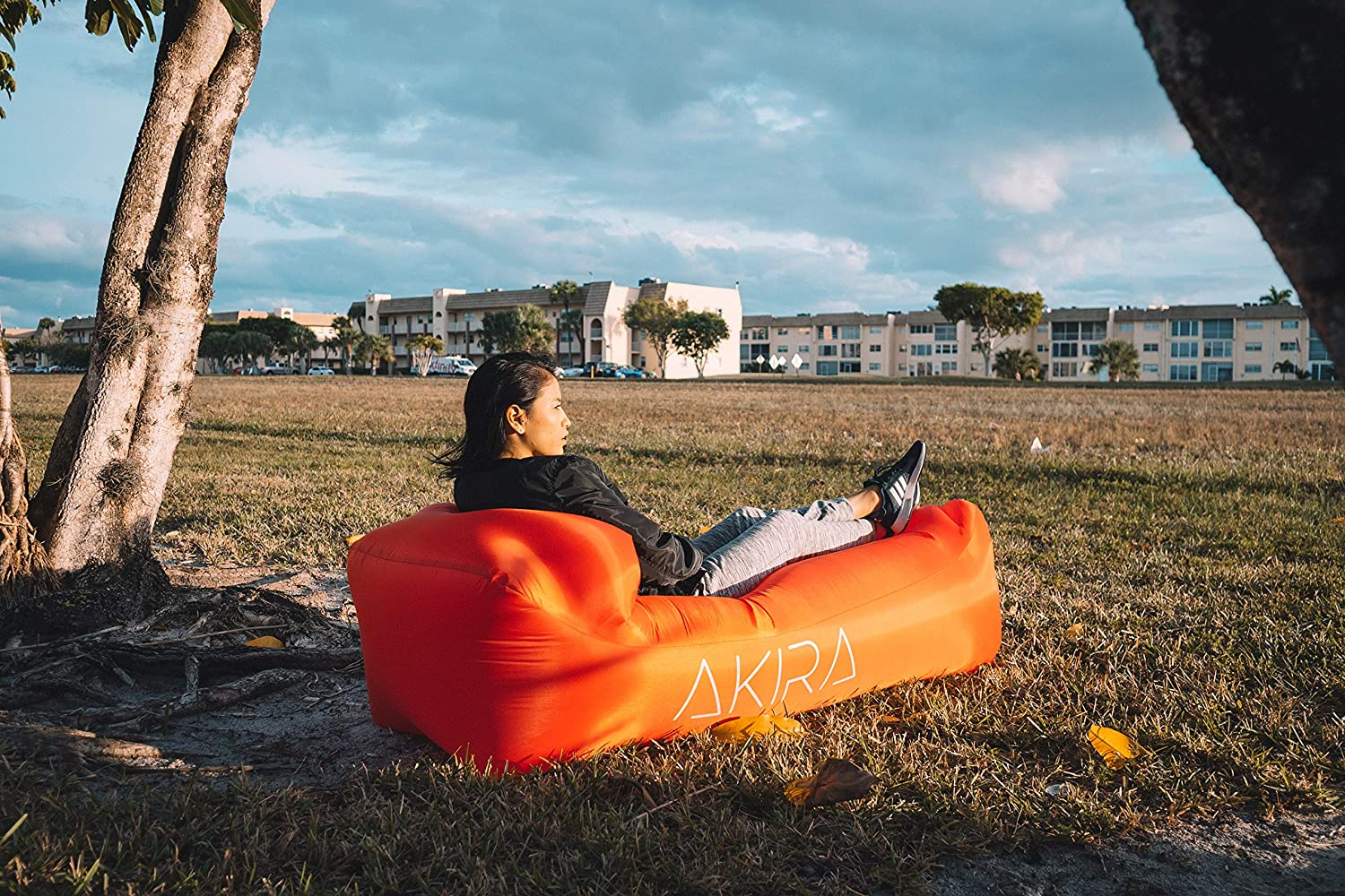 Made with Durable 210D Ripstop Fabric Outdoor and Indoor Inflatable Lounger for Festivals /& Beaches! Akira アキラ Inflatable Waterproof Lounger with Bottle Opener /& Anti-Air Leaking Design