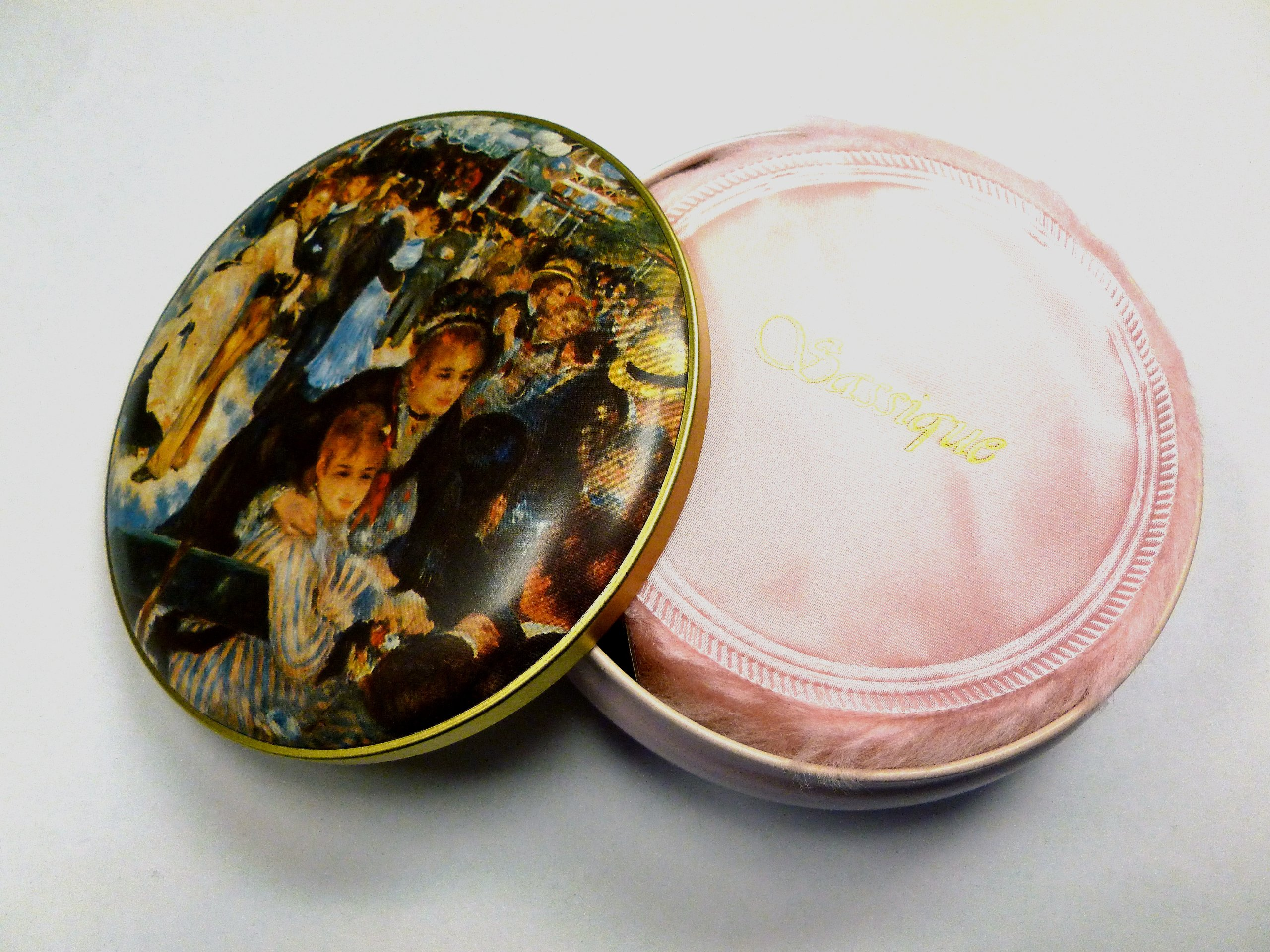 Sassique Dusting Powder in Keepsake Tin - Wholesale Pricing - 24 Pcs