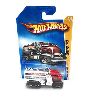 HOT WHEELS 2009 NEW MODELS RED CAB 14/42 FAST GASSIN OIL SUPPLY TRUCK 014/190: Toys & Games