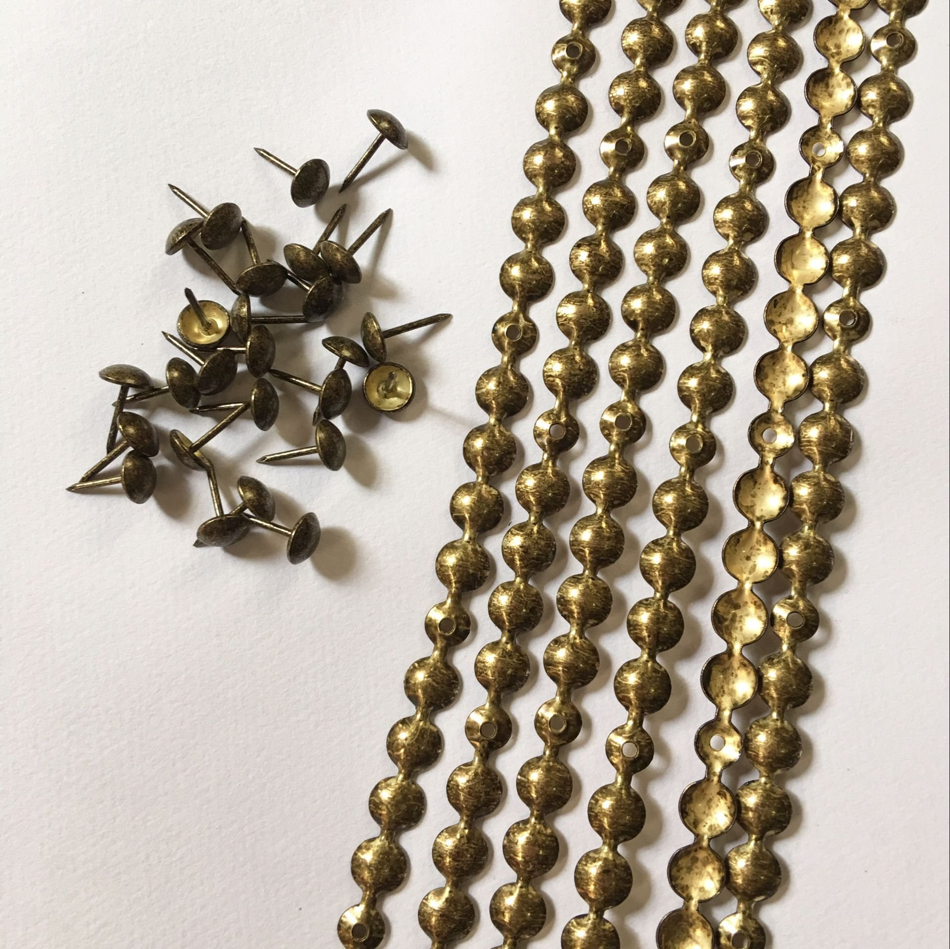 10 meters a lot: 9.5mm/11mm Nickel/Brass/Bronze Plated Decorative Nail Strips/Nailing Tapes,Sofa Tacks,Upholstery Tacks,DIY Furniture Accessory (D:9.5mm antique)