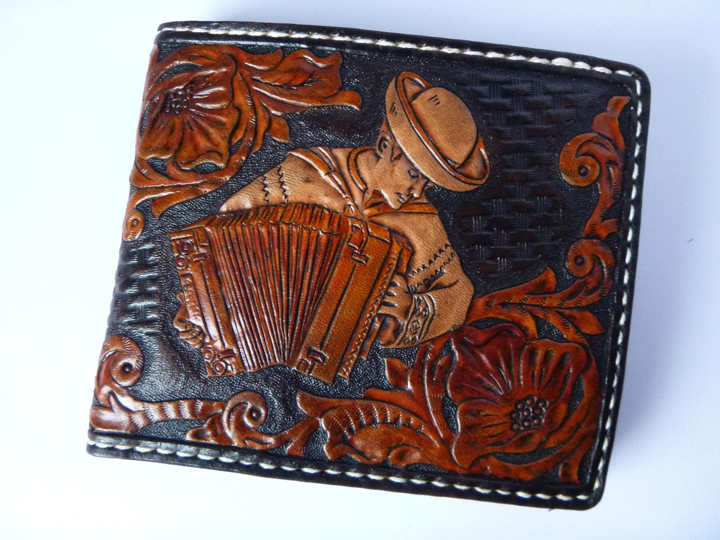 Men's 3D Genuine Leather Wallet, Hand-Carved, Hand-Painted, Leather Carving, Custom wallet, Personalized wallet, Accordionist, Accordion, Your Initials