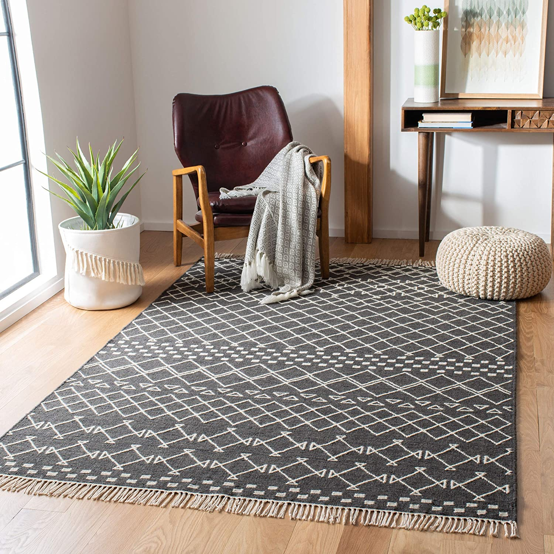 Amazon Com Safavieh Kilim Collection Klm522a Handmade Moroccan Fringe Wool Area Rug 8 X 10 Charcoal Ivory Furniture Decor