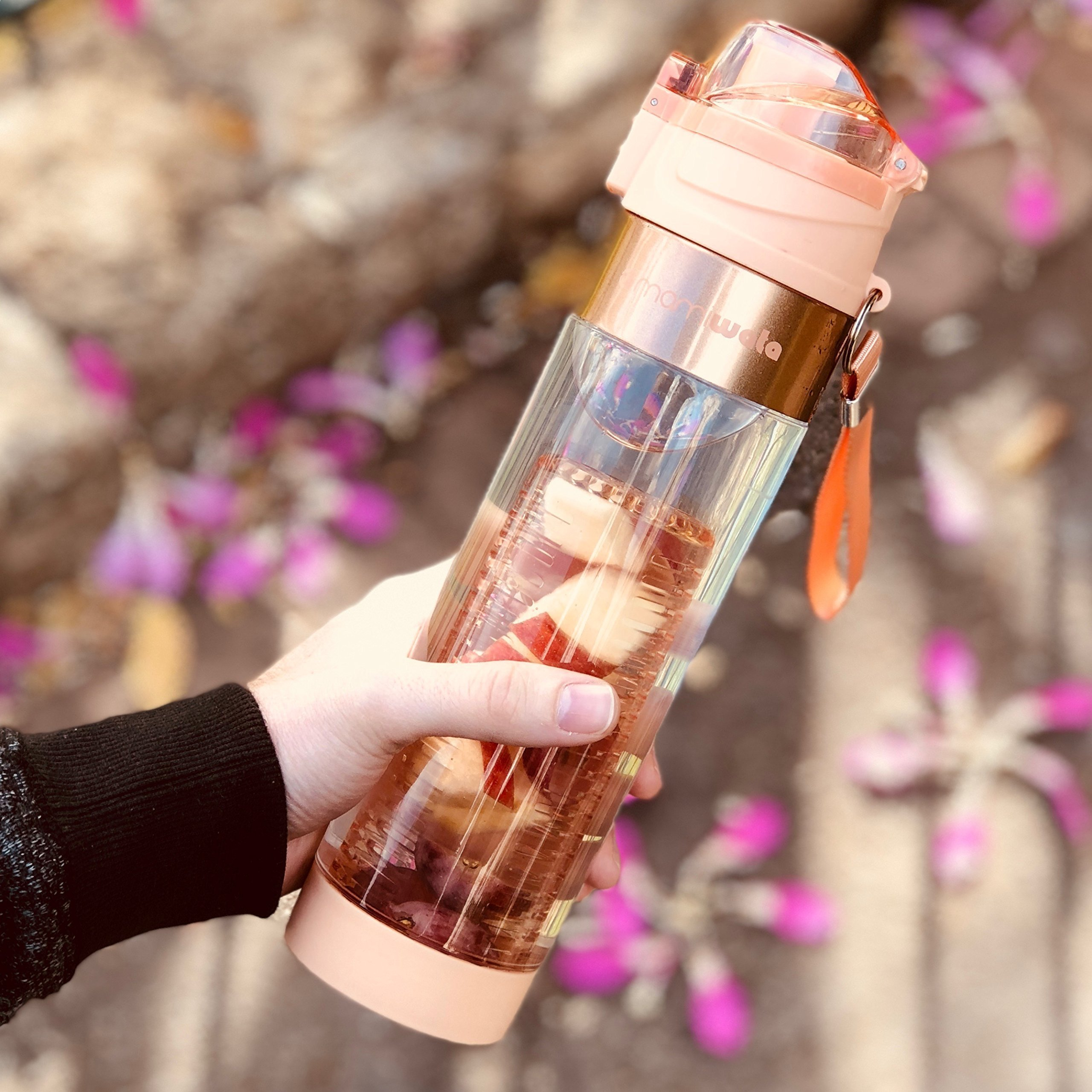8a1346db91 MAMI WATA Fruit Infuser Water Bottle – Create Naturally Flavoured Fruit Infused  Water – Unique Stylish Design, Beautiful Gift Box, Insulated Sleeve, ...