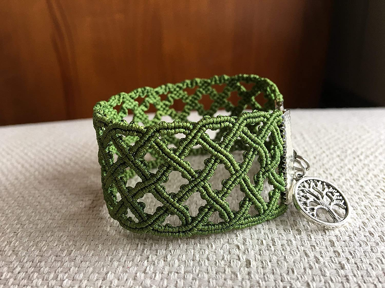 Pulsera micro macramé celta hecha a mano con hilo muy fino ...