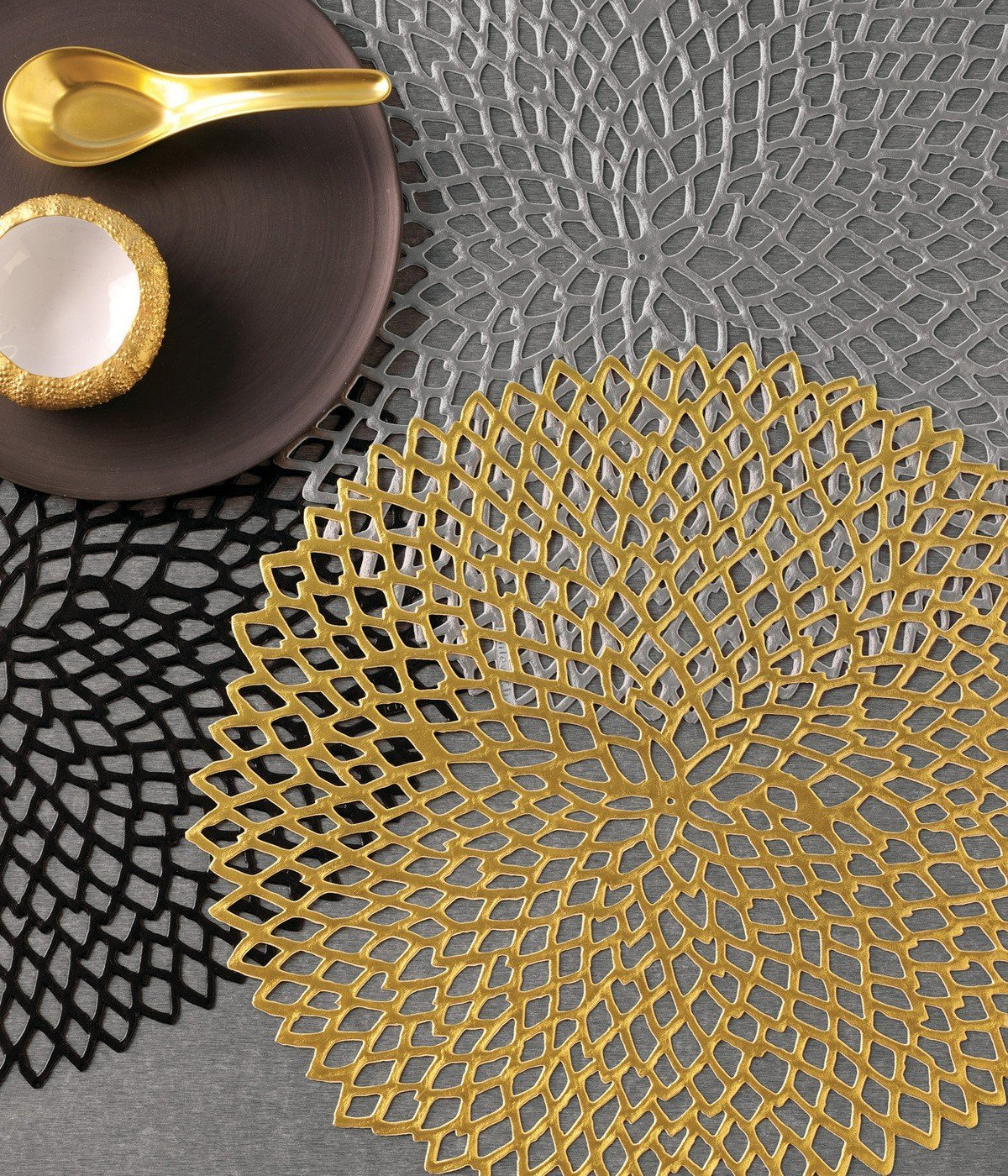 amazoncom chilewich dahlia round floral placemat by 1525inch gold home u0026 kitchen