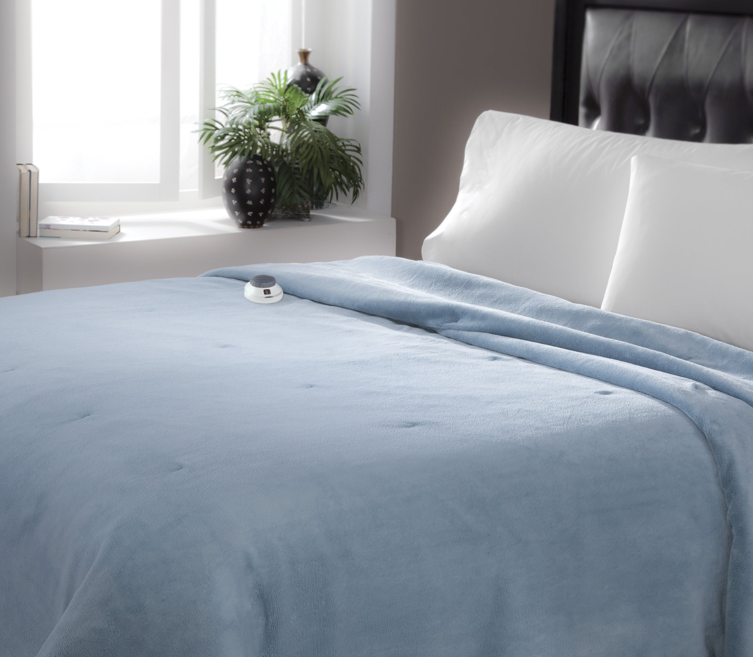 Serta Luxe Plush Low-Voltage Electric Heated Micro-Fleece Blanket, Queen, Sapphire by Serta (Image #2)