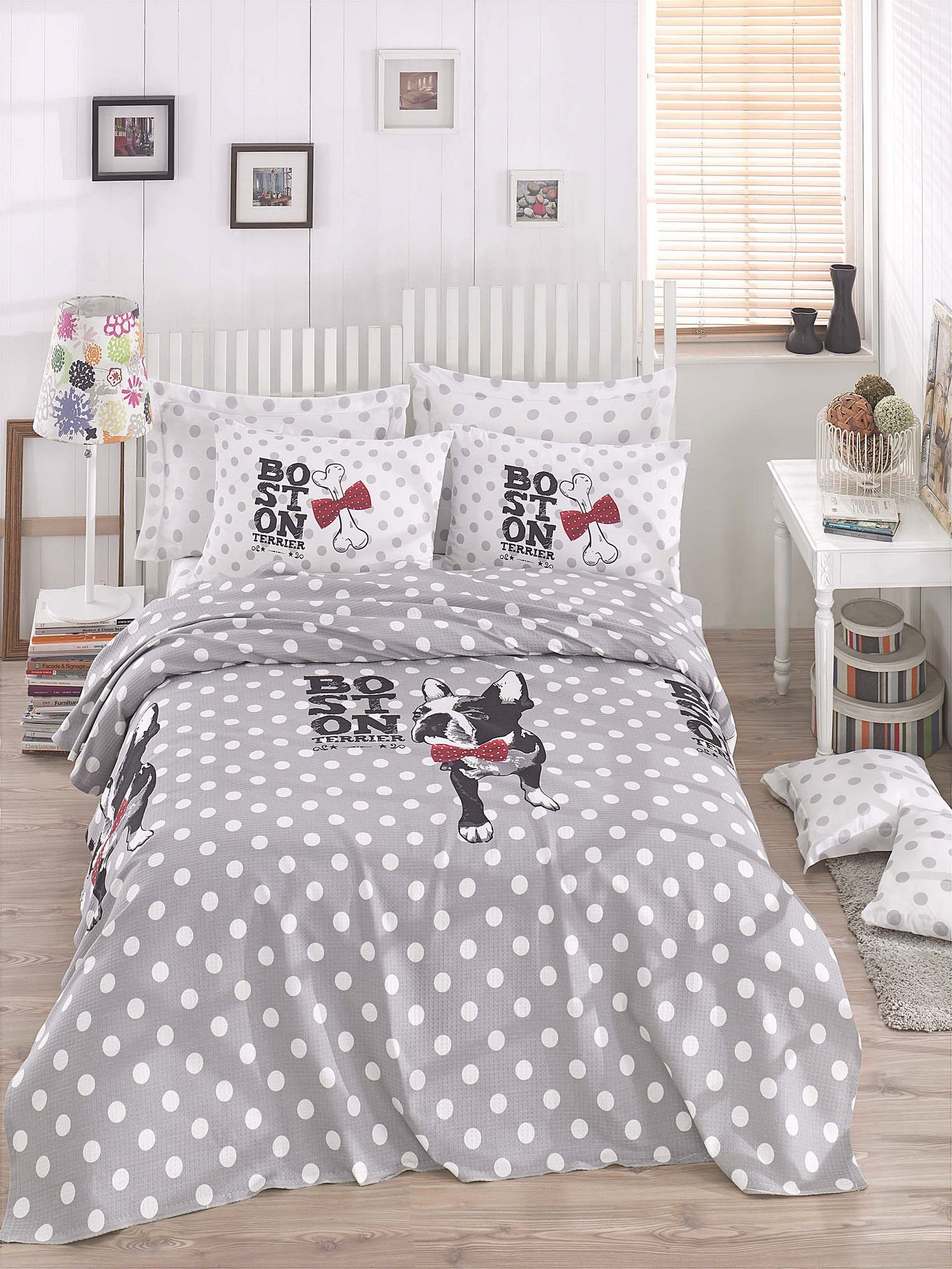 LaModaHome Polka-dot Coverlet, 100% Cotton - Boston Terrier, Bulldog with Red Bow Tie, Bones - Size (94.5'' x 86.6'') for Queen Bed