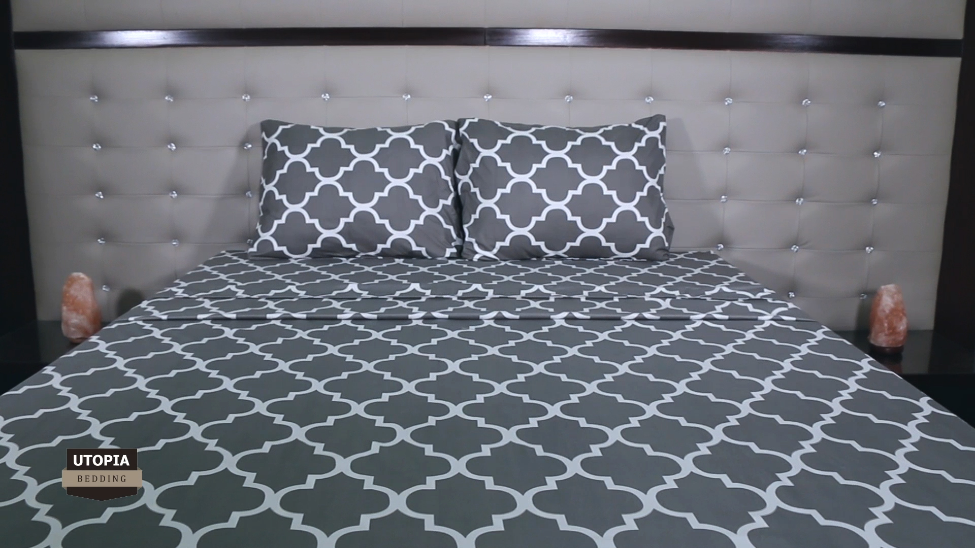 Utopia Bedding Printed Bed Sheet Set - 1 Fitted Sheet, 1 Flat Sheet and 2 Pillowcases - Soft Brushed Microfiber Fabric - Shrinkage and Fade Resistant (Queen, Navy Quatrefoil with White Pattern) - BED SHEET SET - Includes 1 flat sheet measuring 90 by 102 inches with a 4 inches self-hem; 1 fitted sheet measuring 60 by 80 inches with a 15 inches box for over sized bedding and 2 pillowcases measuring 20 by 30 inches each BRUSHED MICROFIBER - Polyester brushed microfiber fabric is twice as fine as silk that gives a soft feel and maximum comfort SOFT AND COMFORTABLE - Soft and comfortable material gives you the best of sleeping experience - sheet-sets, bedroom-sheets-comforters, bedroom - 91HtF1d3IbL -
