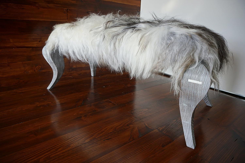 Exklusive Ottomane Bank mit Eichenholz Beine gepolstert mit Öko Naturfell Island Schaffell Extra lange weiße Wolle - Designermöbel von MILABERT (OB05162)