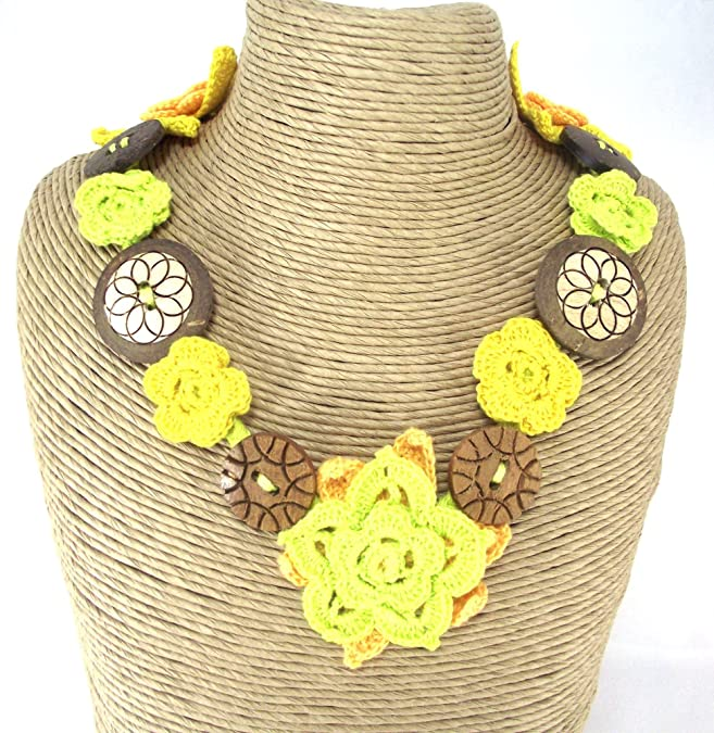Mimosastyle Crochet Flower Button Necklace Pink