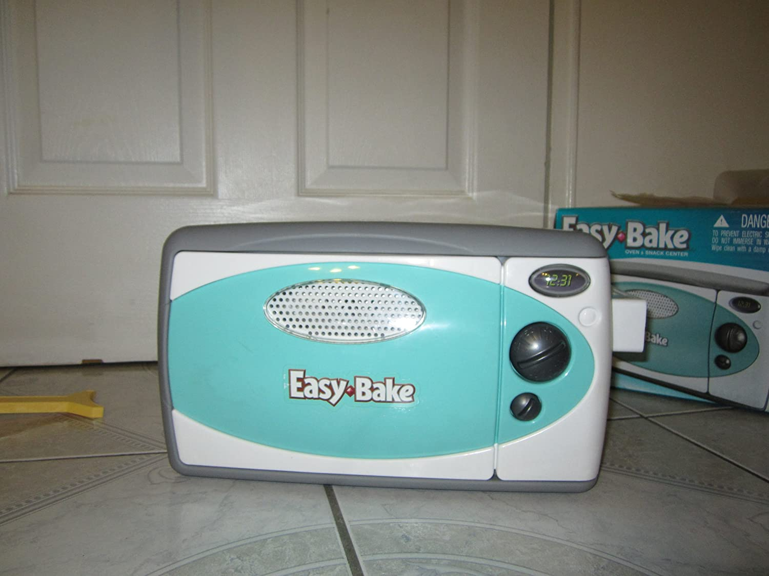 B001DI4VN0 Easy Bake Oven (Discontinued by manufacturer) 91I3gLFO2BqL.SL1500_