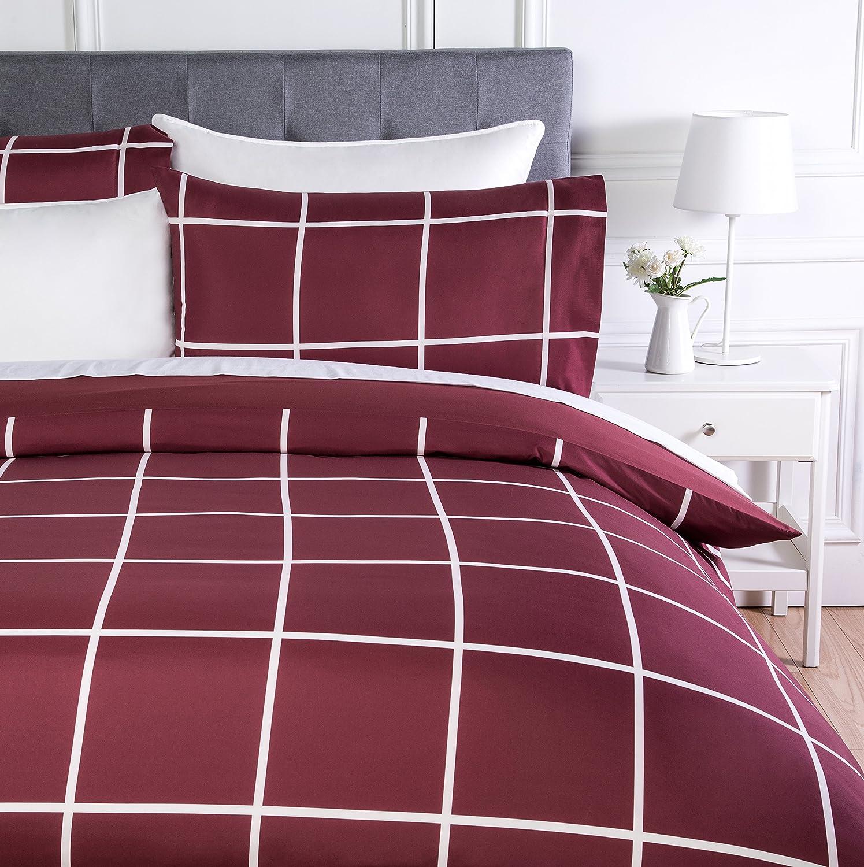 AmazonBasics - Juego de ropa de cama con funda de edredón, de microfibra, 260 x 220 cm, Burdeos a cuadros (Burgundy Simple Plaid)
