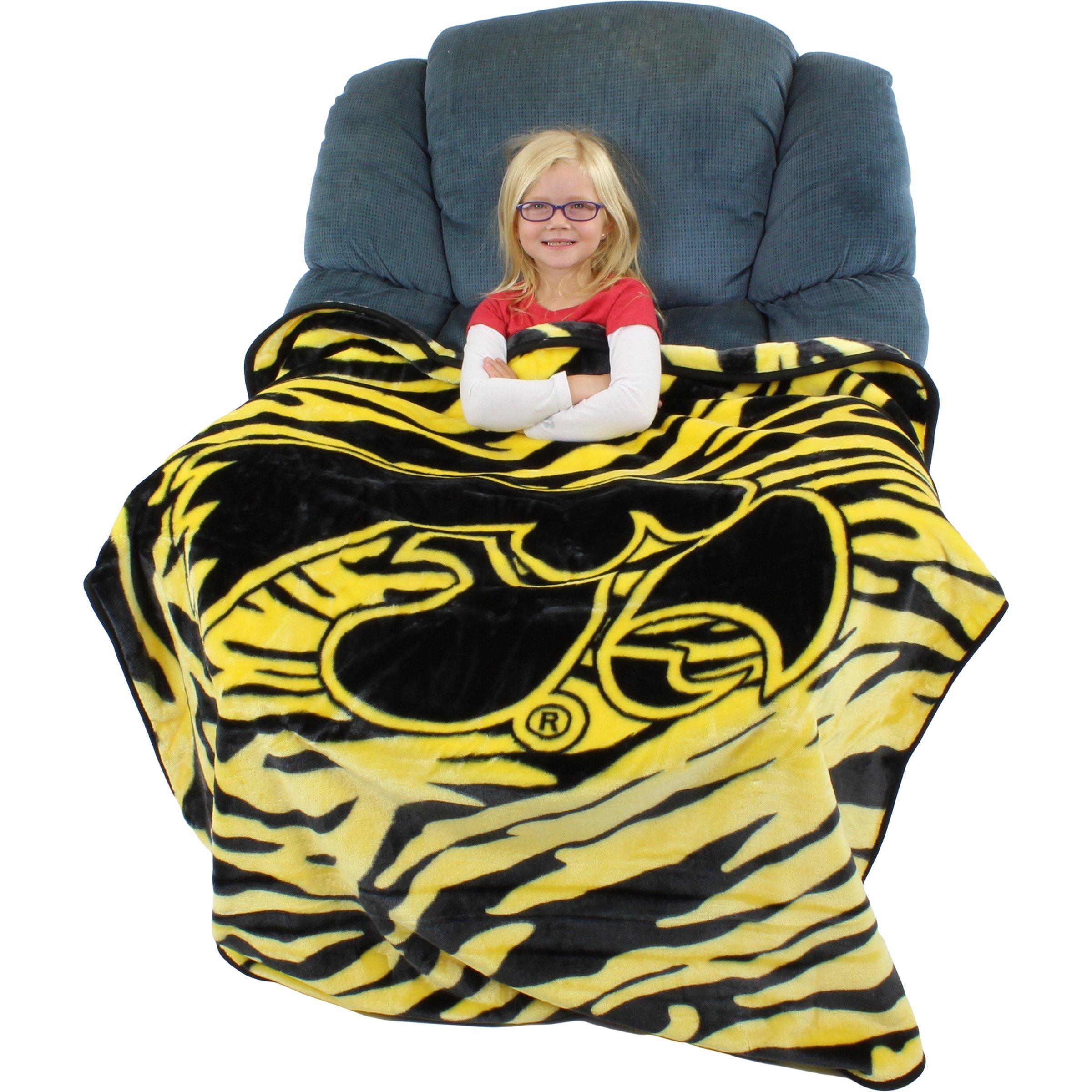 College Covers Iowa Hawkeyes Super Soft Raschel Throw Blanket, 50'' x 60''