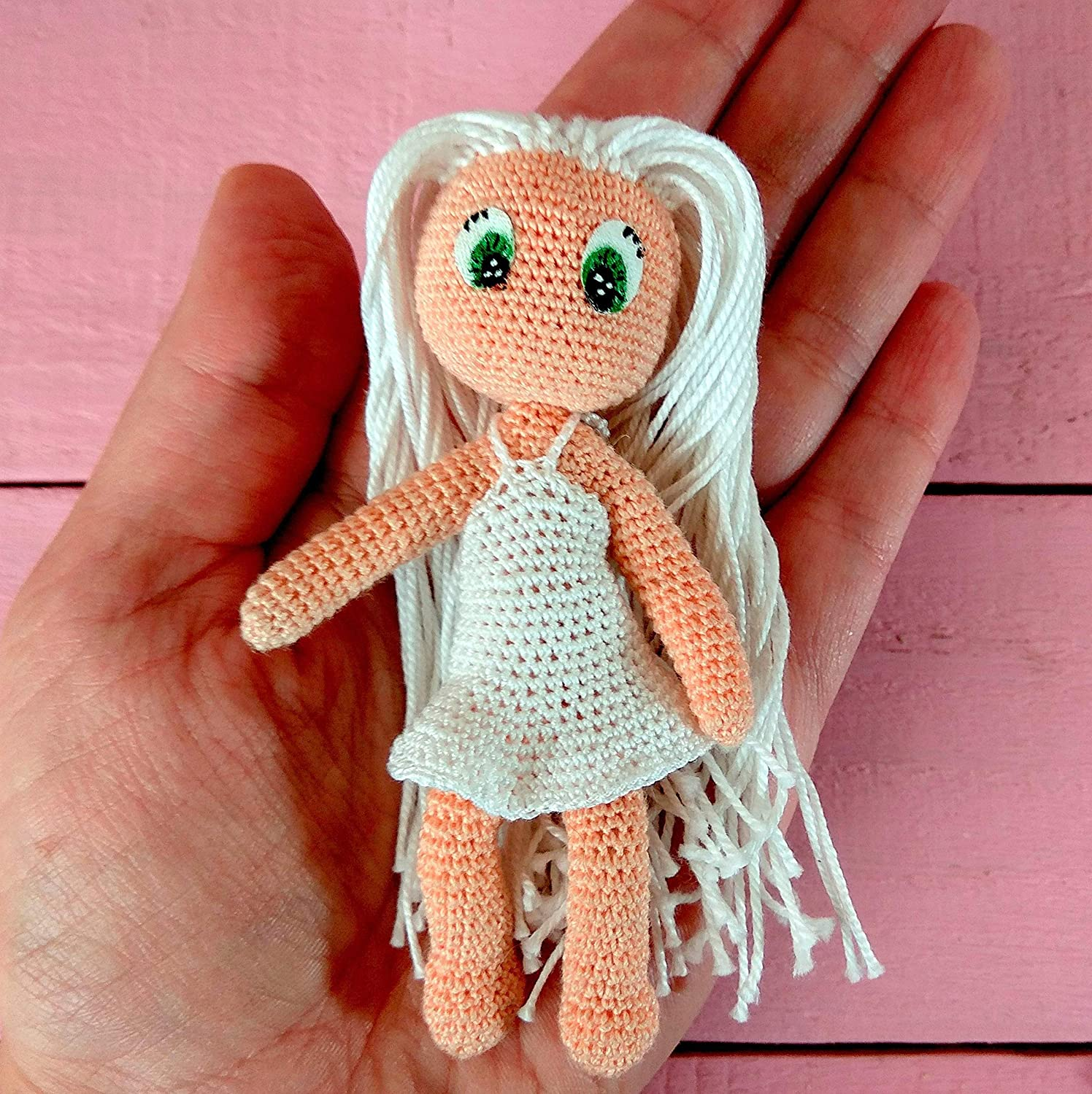 Mini Mimi Hair: Side Braid Crochet Pattern and Tutorial - Once Upon a  Cheerio | 1500x1496