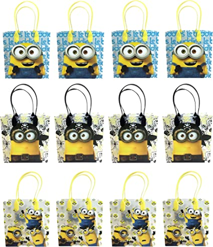 Amazon Com Universal Studios Minions 2015 Despicable Party Gift Bag Set Of 12 Toys Games