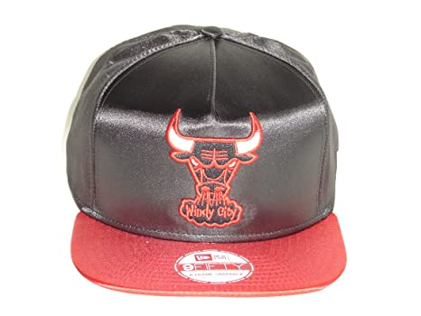 af9e9182cd7 Image Unavailable. Image not available for. Color  New Era NBA Chicago Bulls  Team Satin 2 Tone Retro Snapback Cap 9fifty