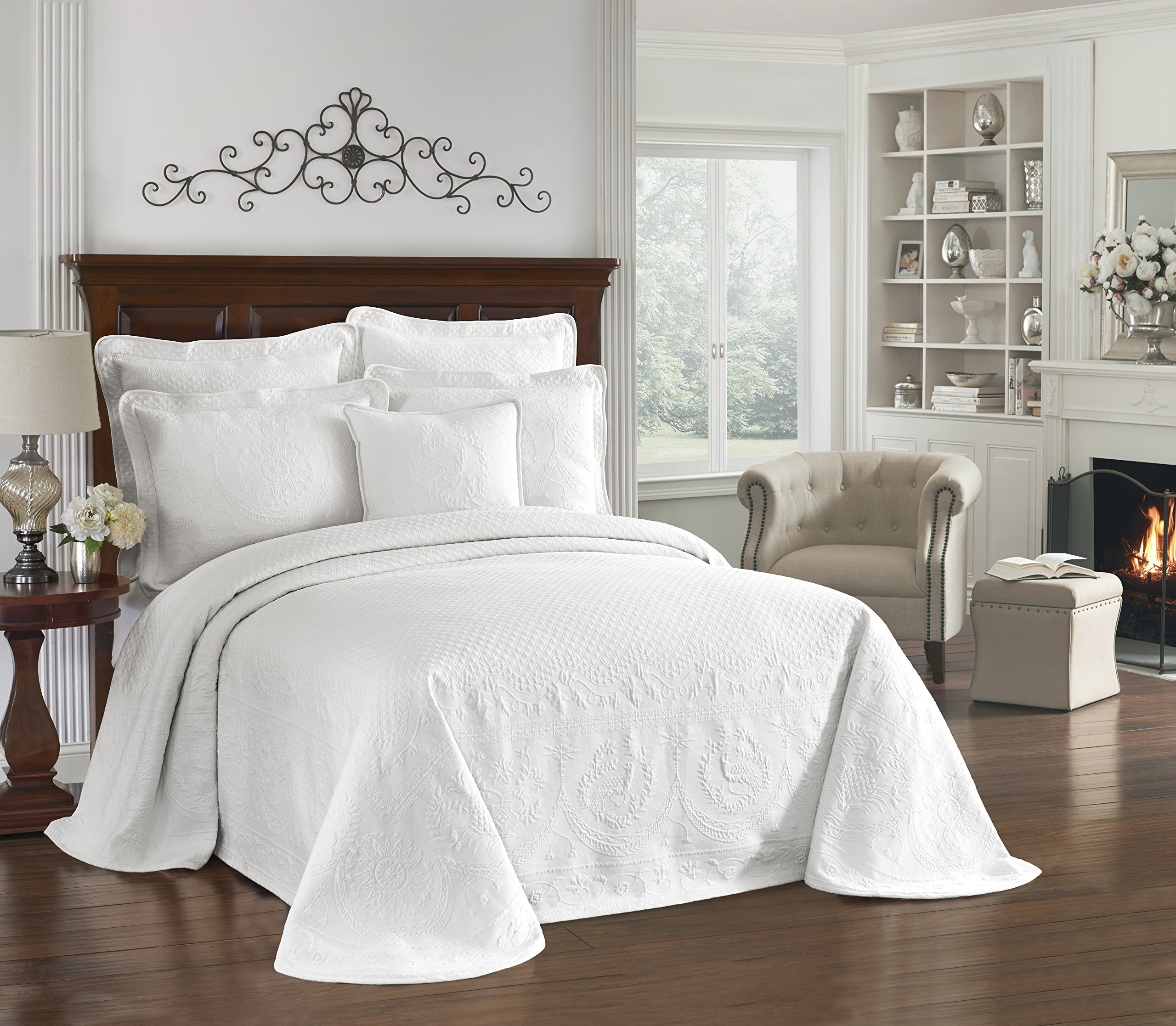 Historic Charleston 13989BEDDQUEWHI King Charles 120-Inch by 102-Inch Matelasse Queen Bedspread, White