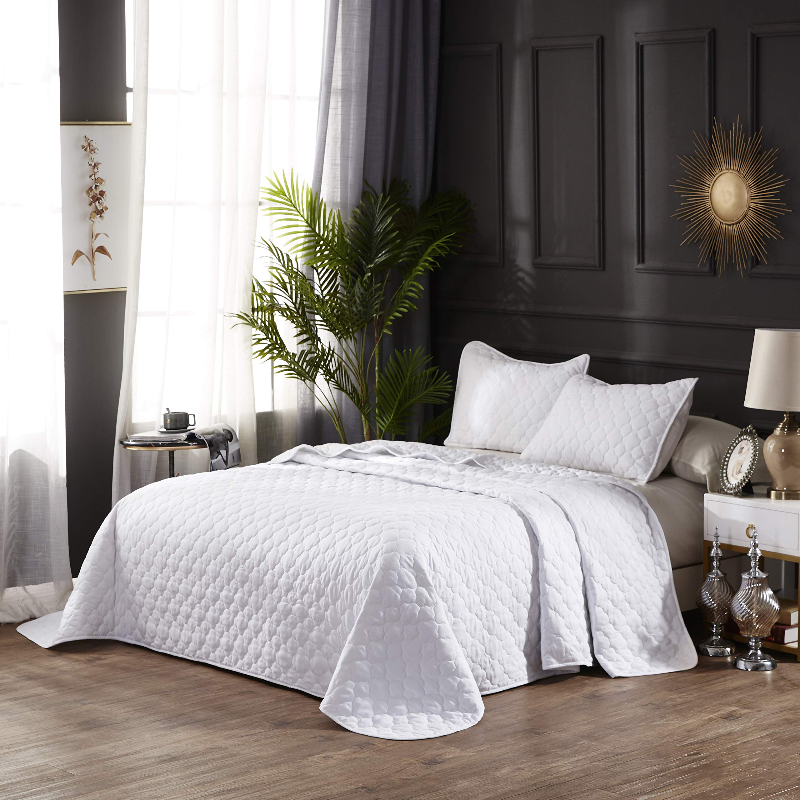 """OVERSIZE QUEEN WHITE SOLID COLOR QUILTED BEDSPREAD COVERLET (106""""X100"""") + 2 STANDARD SHAMS (20""""X26"""") HYPOALLERGENIC OVERFILLED BLANKET, 20'' FALL EACH SIDE -HOME, HOTEL/MOTEL, AIRBNB, RENTALS- 6.28 LBS"""