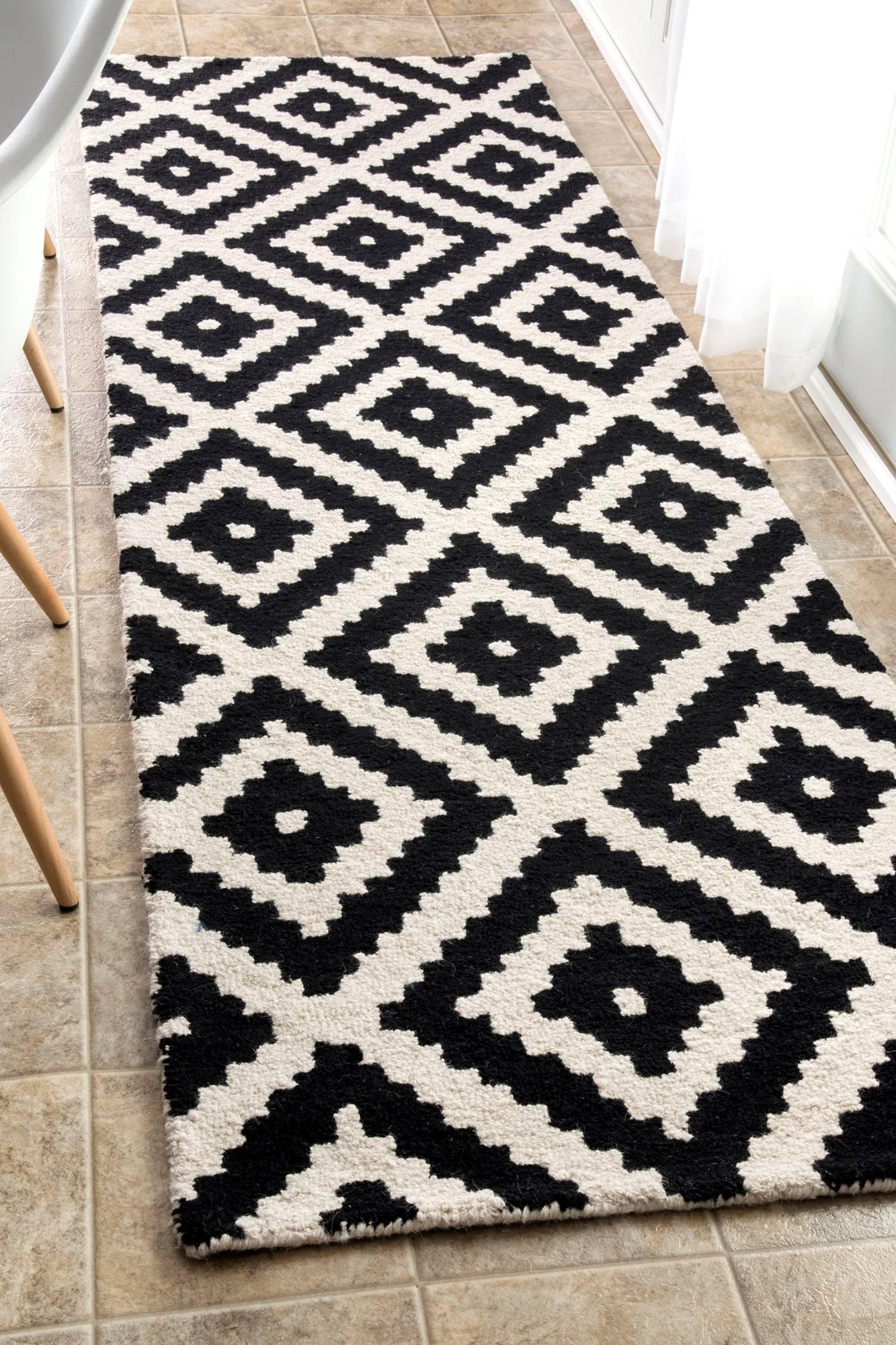 nuLOOM Hand Tufted Kellee Rug, 2' 6'' x 12', Black by nuLOOM