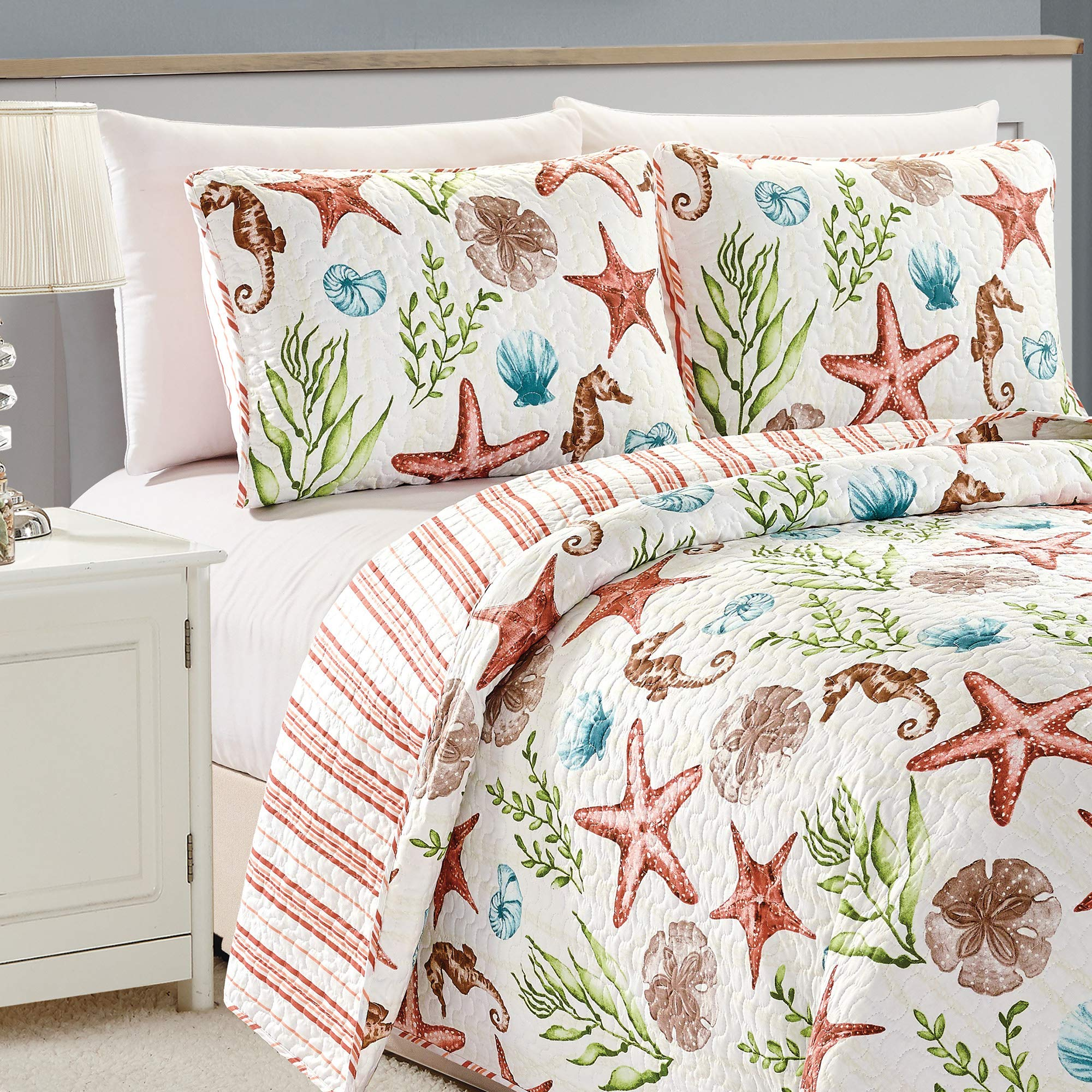 Great Bay Home Castaway Coastal Collection 3 Piece Quilt Set with Shams. Reversible Beach Theme Bedspread Coverlet. Machine Washable. (Full/Queen, Multi) by Great Bay Home (Image #4)