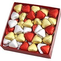 Boîte Cadeau avec Chocolats. Un fond de guimauves en forme de coeurs, couvert avec 54 Chocolats Coeur. Poids Net: 500 gr.