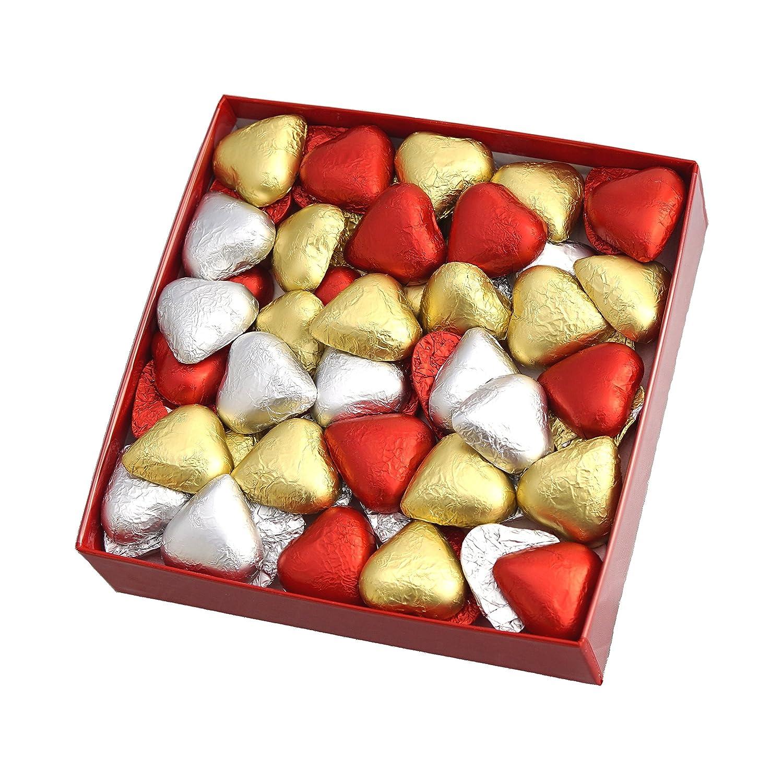 Bombones en forma de corazon con nubes en forma de corazon de regalo