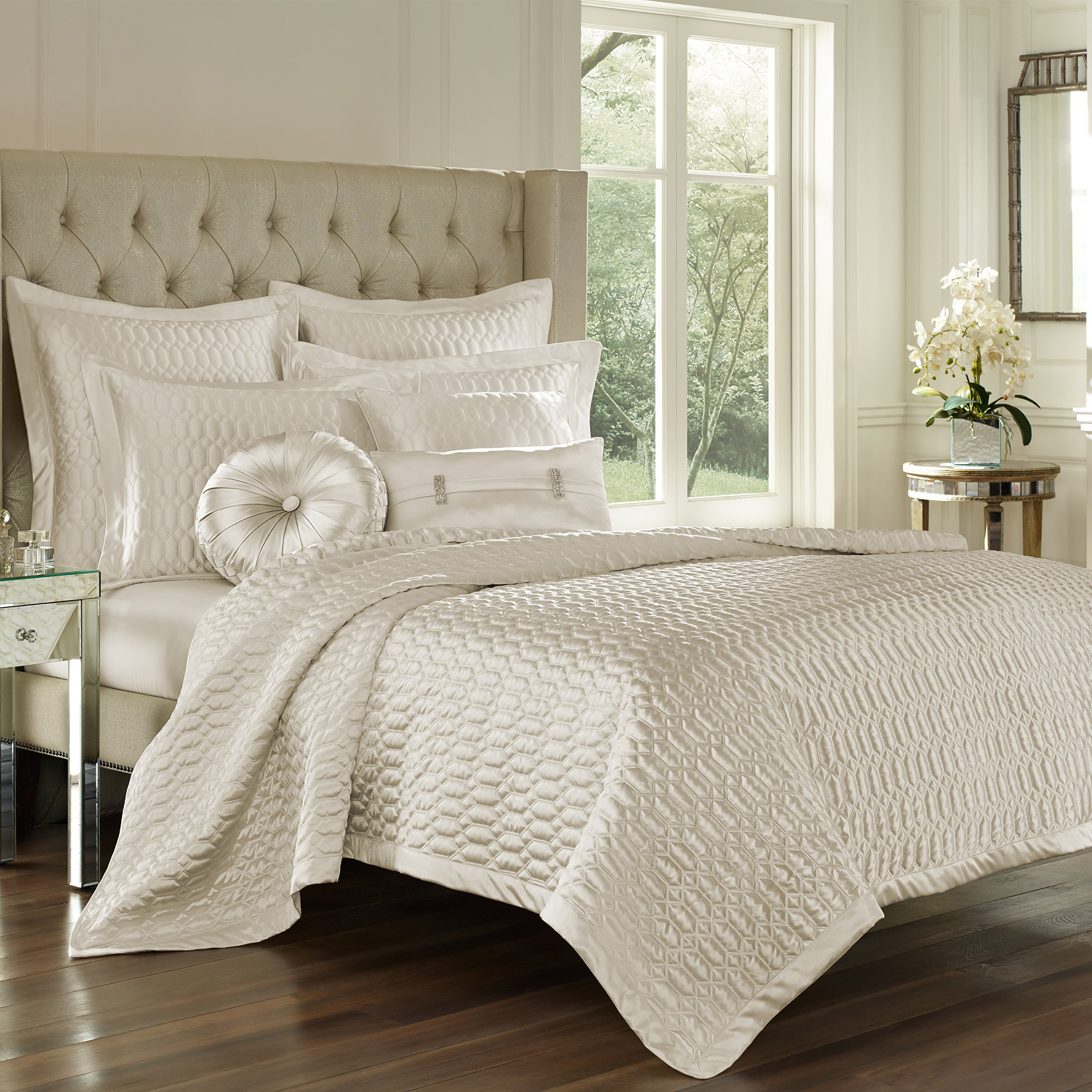 Five Queens Court Saranda Satin Geometric Quilted Coverlet King, Natural