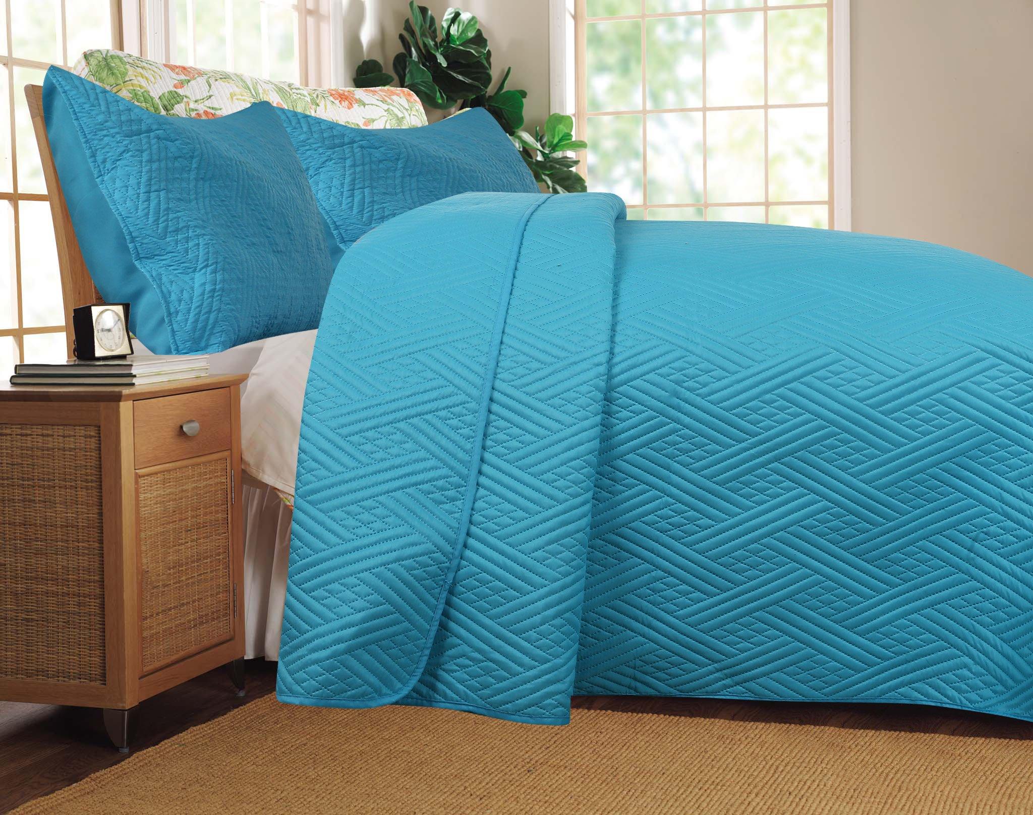 DaDa Bedding 3 Piece Reversible Modern Gentle Wave Bedspread Quilt Set, Queen/95 x 95'', Light Blue