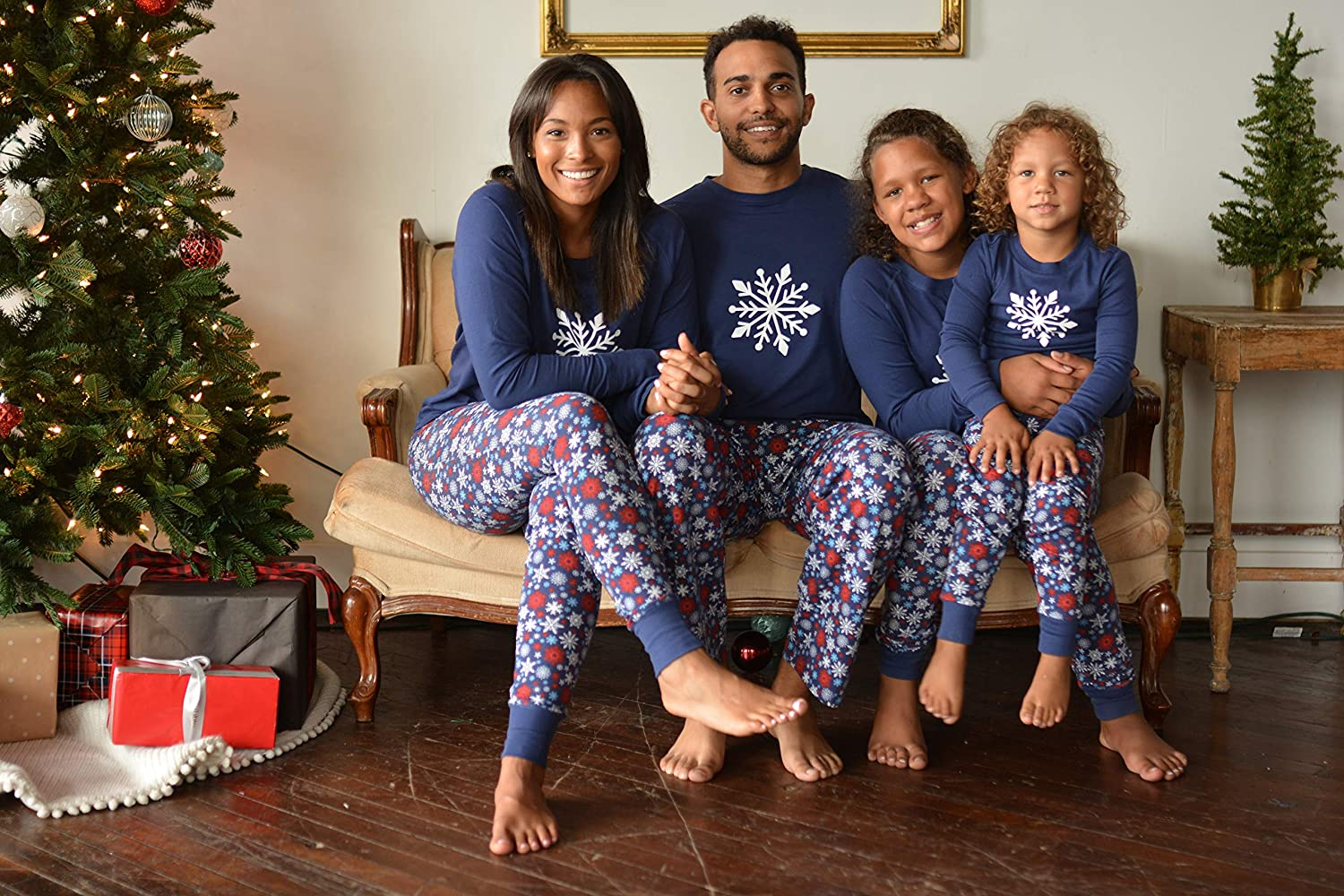e39084a053 Amazon.com  Sleepyheads Holiday Family Matching Winter Navy Snowflake Pajama  PJ Sets  Clothing